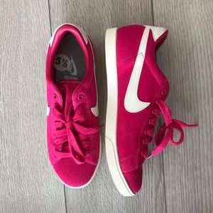 NEW - Nike 5.5 US Women's- Raspberry Pink Shoes